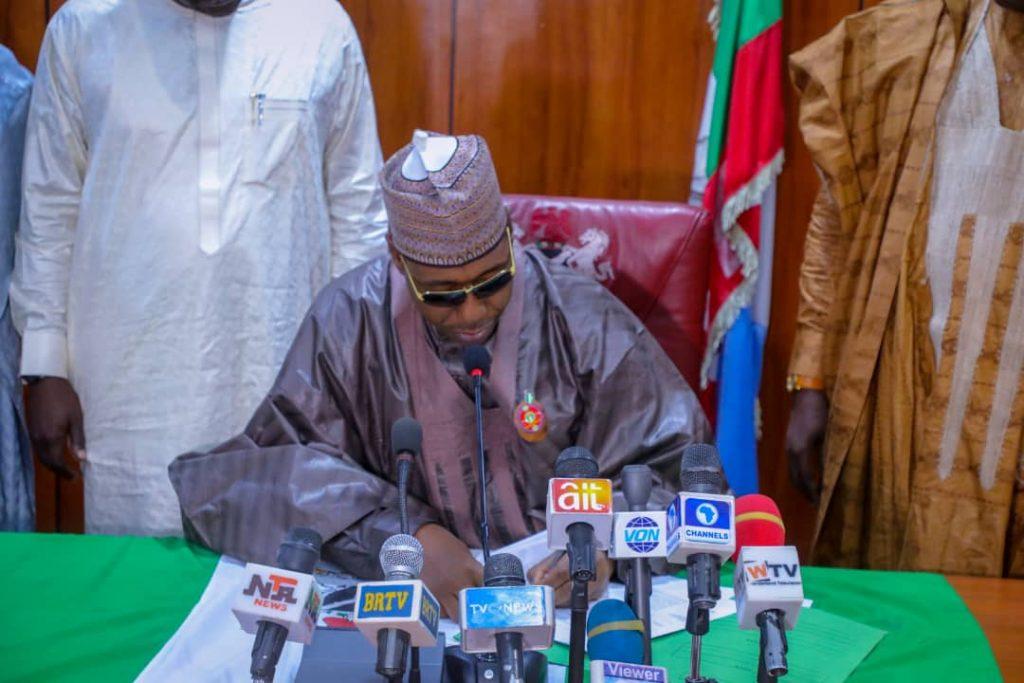 Borno:Gwamna Zulum ya sanya hannu kan kasafin kudin 2021 zuwa doka.
